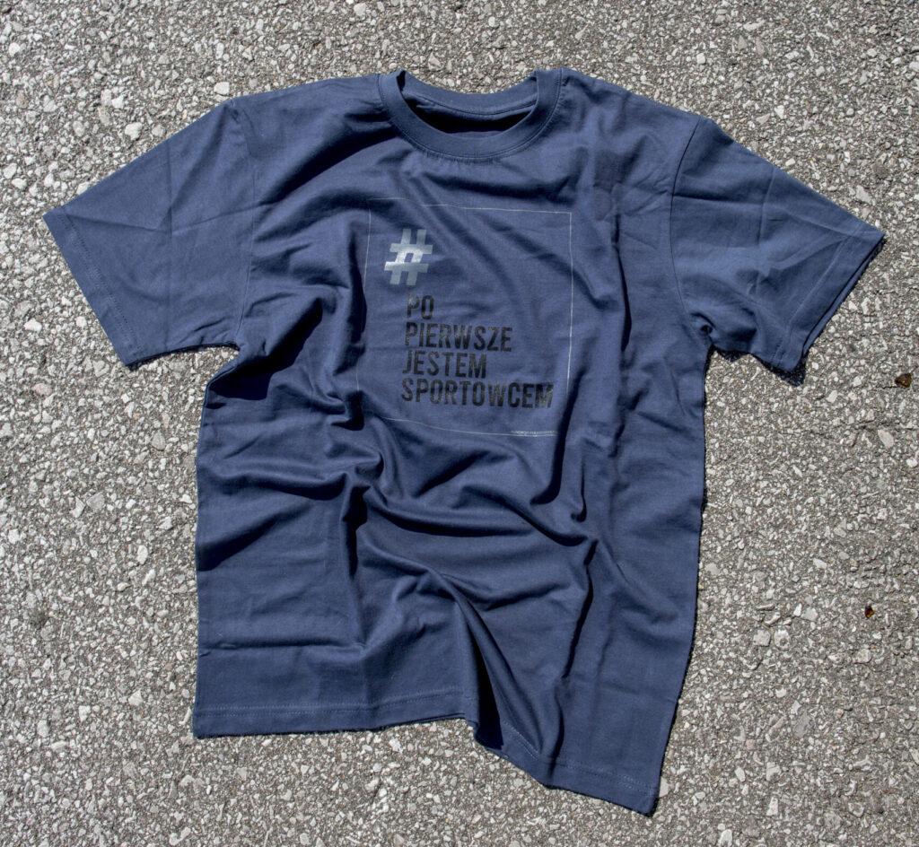 Niebiesko grafików koszulka z napisem # po pierwsze jestem sportowcem